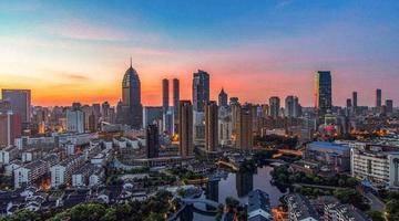 繁华钟楼,聚焦城市未来,献礼龙城新生活
