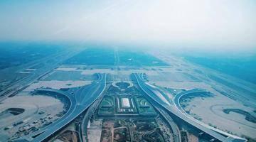 天府国际机场、东部新区、公园城市示范区……新发展理念的成都实践→